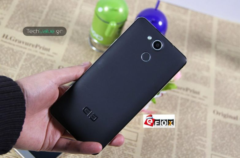 Elephone P7000 hands on rear hands on