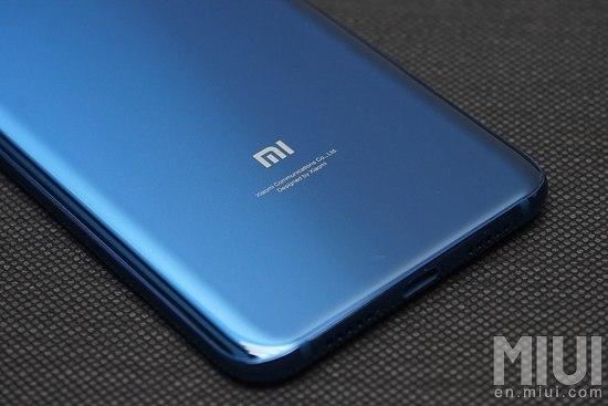 Xiaomi Mi8 μπλε χρώμα χαρακτηριστικά